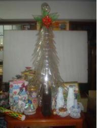 Comment faire un sapin de Noël avec des bouteilles en plastique