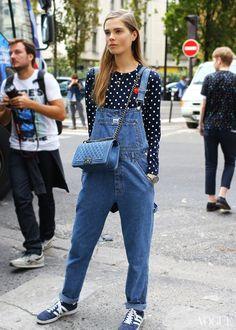 O macacão jeans continua