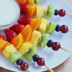 Rainbow Fruit Kabobs - Taste The Rainbow! - Rainbow fruit kabobs from Chocolate Covered Katie. Easy to make & kid-friendly snack. Rainbow Fruit Kabobs, Fruit Kabobs Kids, Fruit Snacks, Healthy Snacks, Kids Fruit, Rainbow Treats, Dinner Healthy, Fruit Recipes For Kids, Dessert Kabobs