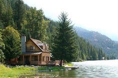 Ein großes Blockbohlenhaus mit der Terrasse neben dem See für Sie! Mehr Angabe auf https://www.pineca.de/