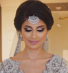 beautiful bridal makeup focus on eye makeup Beautiful Asian Bridal Makeup Ideas. For more step by step Makeup Tutorials and best makeup products for Classy white, brown, Asian and non Asian Brides Beautiful Bridal Makeup, Bridal Makeup Looks, Bridal Hair And Makeup, Bridal Looks, Bridal Make Up, Hair Makeup, Prom Makeup, Bridesmaid Makeup, Bridal Beauty