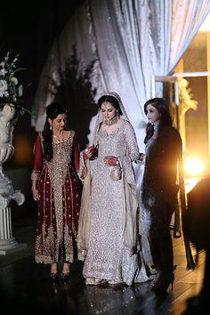 New pakistani bridal dresses Pakistani Wedding Dresses, Pakistani Outfits, Indian Dresses, Indian Outfits, Mehndi, Pakistan Bride, Asian Wedding Dress, Religion, Desi Clothes