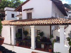 Casa típica con porche. Taxco