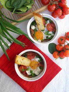 Kuchnia szeroko otwarta: Jajka ze szpinakiem i szynką zapiekane w kokilkach
