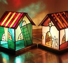 Little house table lamp Stained Glass Light, Stained Glass Designs, Stained Glass Projects, Stained Glass Patterns, Stained Glass Windows, Mosaic Art, Mosaic Glass, Tiffany Glass, Glass Boxes