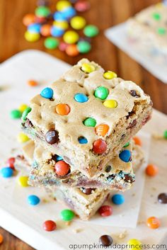 dessert bars Chewy M&M's Blondies Recipe - great for bake sales, picnics, and tailgating parties. Baking Recipes, Cookie Recipes, Dessert Recipes, Fudge Recipes, Steak Recipes, Chicken Recipes, Cabbage Recipes, Turkey Recipes, Just Desserts