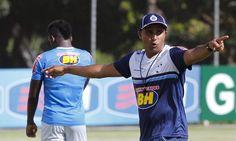 O Cruzeiro anunciou oficialmente que Deivid não é mais técnico da equipe. Adiretoria do clube optou por encerrar o contratodo treinador após a
