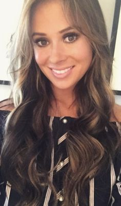 Love Island's Camilla Thurlow just unveiled DARK brown hair (and Jamie Jewitt's reaction says it all). Camilla Thurlow, Super Easy Hairstyles, Celebrity Hairstyles, Hairstyles 2018, Love Island, Hair 2018, Gorgeous Hair, Fashion Beauty, Beauty Hacks