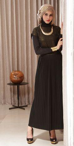 Black Maxi Dress + Hijab + Gold Accessories! Naftali Maxi Dress Only Rp 149.000,- (FREE BELT) visit: elsawati.pinkemmaku.com
