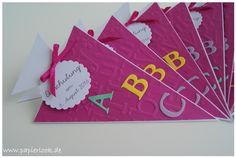 Einladungen zur Einschulung, gestaltet als Schultüte mit bunten Buchstaben versehen. Die Farbe der Einladungen ist frei wählbar. (Beispiele: siehe Bilder) Die Beschriftung auf dem Anhänger kann...