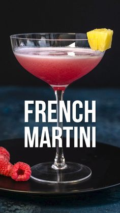 cocktails Want to know how to make a French Martini? This popular cocktail only requires three ingredients vodka, pineapple juice and Chambord. I have included the classic French Martini r Prosecco Cocktails, Easy Cocktails, Summer Cocktails, How To Make Cocktails, How To Make Martini, Classic Vodka Cocktails, Summer Martinis, French Cocktails, Vintage Cocktails