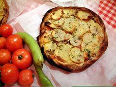 La Ftira è una delle delizie maltesi e assomiglia molto alla #pizza!  #Ftira #Malta