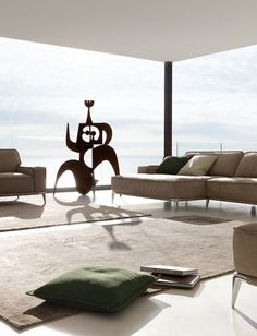 ESCULTURA ÚNICA | em ambientes com estilo clean, uma única escultura basta para dar o toque final na decoração. #Ficaadica #Escultura #ArtenaDecoração #TecnisaDecor #Tecnisa Foto: InteriorsByStudio