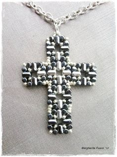 Laudomia Cross Pendant pdf tutorial with rulla beads by 75marghe75.