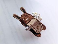 Smiling Rabbit Earphones Winder from Lily's Handmade - deseo 2 regalos hechos a mano, tarjetas, encantos, bolsas, cajas, artículos de papel by DaWanda.com