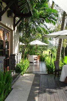 Kayumanis Ubud was lovely. Tropical Garden Design, Tropical Landscaping, Tropical Houses, Backyard Landscaping, Bali Restaurant, Restaurant Exterior, Outdoor Spaces, Outdoor Living, Dream Home Design