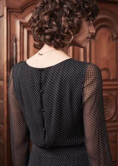 Born in Paris, by Morgane Sézalory, we're for quality, savoir-faire & the perfect cut. Short Curly Hair, Curly Hair Styles, Fashion Week, Fashion Looks, Doria, Got The Look, Classic Chic, Autumn Winter Fashion, Winter Style