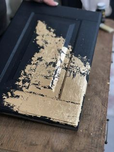 furniture muebles Gold leaf is huge right now in the furniture world and we want to share with our Fusion loves HOW to apply gold leaf to furniture painted with Fusion Mineral Paint. These tips will walk you through how to apply gold leaf. Gold Leaf Furniture, Diy Pallet Furniture, Repurposed Furniture, Shabby Chic Furniture, Furniture Makeover, Cheap Furniture, Gold Painted Furniture, Furniture Stores, Furniture Ideas