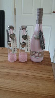 Mini Wine Bottles, Wine Bottle Art, Diy Bottle, Wine Bottle Crafts, Bottles And Jars, Painted Glass Vases, Painted Wine Bottles, Diy Crafts For Gifts, Jar Crafts