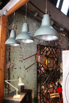 Mobilier industriel - Serie of three industrial lamps