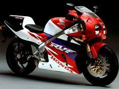 Google Image Result for http://www.motorcyclespecs.co.za/Gallery/honda%2520rc45%2520%25203.jpg