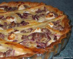 Torta salata con cipolle salsicce e feta Feta, Muffins, Salty Cake, Strudel, Antipasto, Finger Foods, Catering, Cake Recipes, Buffet