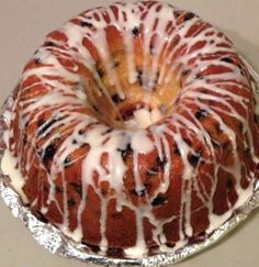Blueberry Cream Cheese Pound Cake I am not sure where this recipe came from, but it is my absolute favorite! It even beats chocolate! Beware – the smell will torture you as youre waiting! Blueberry Pound Cake, Blueberry Desserts, Köstliche Desserts, Delicious Desserts, Dessert Recipes, Blueberry Recipes Using Frozen Blueberries, Cupcakes, Cupcake Cakes, Atkins