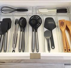 hom organization ideas Ideas▪Solutions▪Tips ▪Tricks▪Hacks▪DIY on organizing your home for beauty, functionality, ease & joy. Kitchen Drawer Organization, Home Organization, Kitchen Storage, Kitchen Hacks, New Kitchen, Kitchen Dining, Konmari Methode, Tidy Up, Organizing Your Home