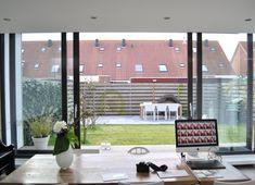 Moderne uitbreiding woning Spanbroek - Aanbouw - Nico Dekker Ontwerp & Bouwkunde Blinds, Windows, Curtains, Modern, Room, Furniture, Home Decor, Inspireren, House Ideas