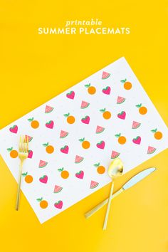 Protect your table and make dinner clean up a breeze with these free printable summer fruit placemats. Perfect for summer parties and bbqs! Easy Diy Crafts, Diy Craft Projects, Summer Of Love, Sarah Summer, Summer Fruit, Summer Food, Mollie Makes, Summer Cakes, Gift Tags Printable
