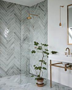 Home Interior Decoration .Home Interior Decoration Bad Inspiration, Bathroom Inspiration, Interior Inspiration, Bathroom Interior Design, Restroom Design, Gold Interior, Interior Colors, Interior Plants, Beautiful Bathrooms