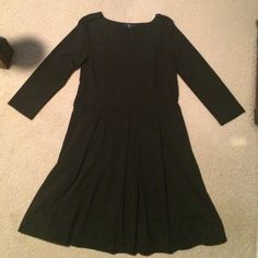 ‼️20% FOR 20 LIKES‼️ Gap Black Cotton dress Black cotton dress with button detail on the shoulder. Three-quarter sleeve, pleated skirt, and pockets! Perfect weight for fall. Can dress up or dress down. Great for a work event or a night out with friends! GAP Dresses Midi