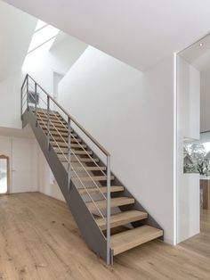 Pin By Mollie Plummer On Staircases In 2019 House Stairs Mod.- Pin By Mollie Plummer On Staircases In 2019 House Stairs Modern - Modern Stair Railing, Staircase Handrail, Modern Stairs, Wood Stairs, Railing Design, House Stairs, Staircase Design, Staircases, Interior Stairs