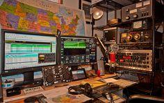 There are verity of Frequencies for Ham Radio Communication. Non-hams can hear… Radios, Radio Amateur, Ham Radio Equipment, Antique Radio, Radio Frequency, Garage Design, Communication, Survival, Coding