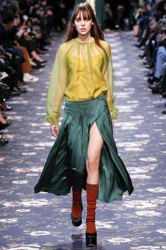 유사색상 http://www.vogue.com/fashion-shows/fall-2016-ready-to-wear/rochas/slideshow/collection