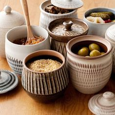 Brooklyn Pottery — catherine-white: Kowishiwara Jars showing a. Ceramic Jars, Ceramic Pottery, Pottery Art, Table Presentation, Sculptures Céramiques, Tadelakt, Pottery Classes, Ceramics Projects, Pottery Designs