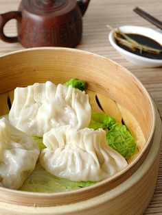 Steamed Dumplings 蒸饺 I love making dumplings or pot stickers (jiao zi/饺子). Not only are they delicious, they are fun to make, especially the wrapping part. You can gather your friends and loved ones to wrap the dumplings together for some special bonding time. These dumplings are steamed