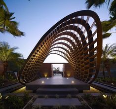 dekorative Struktur aus Holz heißt die Gäste von Weitem willkommen-Eingangsbereich