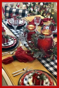 Copy These Awesome Christmas Table Ideas - - Part of the fun of dining out is the table setting. And you expect it to be really good. So, Copy These Awesome Christmas Table Ideas. And have the sa…. Christmas Table Centerpieces, Christmas Table Settings, Christmas Tablescapes, Outdoor Christmas Decorations, Holiday Decor, Seasonal Decor, Farmhouse Christmas Decor, Country Christmas, Christmas Home