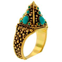 Victorian Turquoise & Yellow Gold Ring / The top of the ring opens up and has a locket. This type of rings is known in jewelry history as a poison ring. Jewelry Art, Jewelry Rings, Fine Jewelry, Fashion Jewelry, Jewellery, Victorian Jewelry, Antique Jewelry, Vintage Jewelry, Victorian Ring