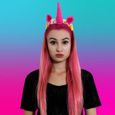Youtubers, Idol, Hair Beauty, Celebrities, Lady, Tik Tok, Places, Fashion, Meet