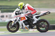 Andrea Tucci in piena accellerazione con la sua CBR 600RR