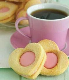 Totally sweet, cheerfully fun Strawberry Shortbread Heart Cookies and Coffee Coffee Break, Good Morning Coffee, I Love Coffee, My Coffee, Sweet Coffee, Coffee Shop, Coffee Maker, Café Chocolate, Gateaux Cake