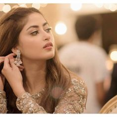 Beautiful Sajal Aly Shows her Engagement Ring 💍 Pakistani Models, Pakistani Girl, Pakistani Actress, Pakistani Dresses, Sajal Ali, Stylish Girl Images, Stylish Girl Pic, Beautiful Celebrities, Beautiful Actresses