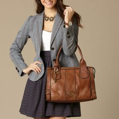 FOSSIL Vintage Re-Issue: Women Vintage Re-Issue Satchel. but i'm more looking at the outfit behind it lol Fossil Handbags, Fossil Bags, Fossil Satchel, Brown Leather Purses, Leather Bags, Leather Handbags, Handbag Patterns, New Fashion, Womens Fashion