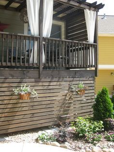 Small Deck Ideas - Find ideas and inspiration for Deck Skirting to add to your own home. Inspiration for a timeless wood exterior home remodel with Modern Outdoor Patio Deck Stairs, Deck Railings, Horizontal Deck Railing, Stair Railing, Under Deck Storage, Deck Skirting, House Skirting, Under Decks, Front Deck