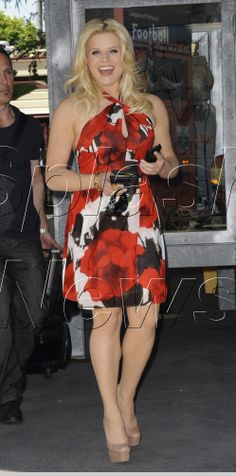 Megan Hilty's dress is gorgeous!