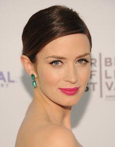 Pink lipstick + golden eyeshadow + eyeliner = <3