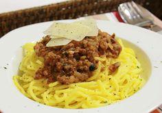 Salsa Bolognesa  http://www.thespanishfood.es/2012/02/como-preparar-una-buena-salsa-blognesa.html