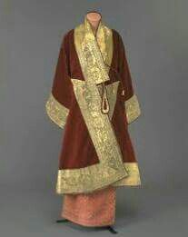 Multiculturalism for Steampunk: CYL: Burma and the Magnificence of Mandalay. Court robes of a Chief Minister Georges Chakra, Myanmar Traditional Dress, Traditional Dresses, Elie Saab, Court Attire, Royal Dresses, Mandalay, Designer Dresses, Kimono Top